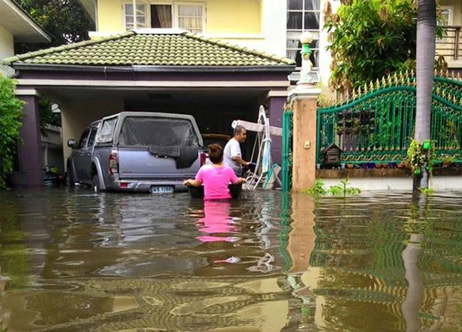 Sukhumbhand: You can't say Bangkok is flooded, it only has 'water to drain'